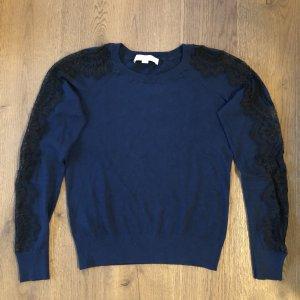 Blauer Pullover mit Spitze