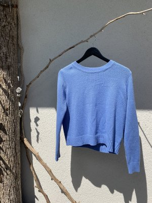 Blauer Stricksweater