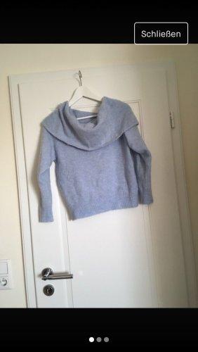 Blauer warmer Pullover