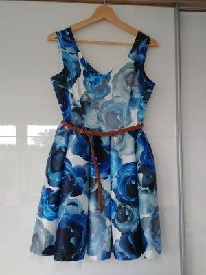 Blaues Blumen Kleid