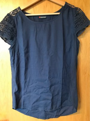 Blaues Blusenshirt