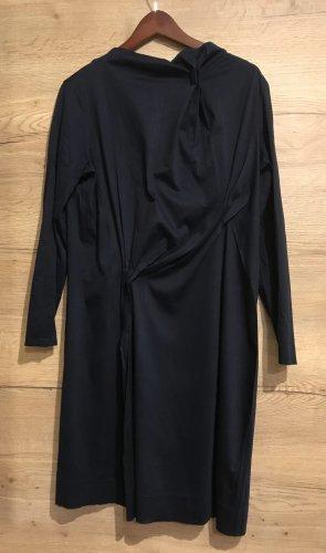 Blaues COS Kleid mit Falten