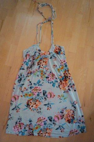 blaues geblümtes Sommerkleid