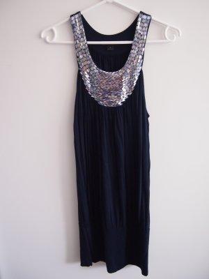Blaues Kleid mit Palettenbesatz