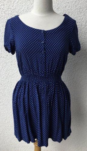 Blaues Kleid mit Polka-Dots