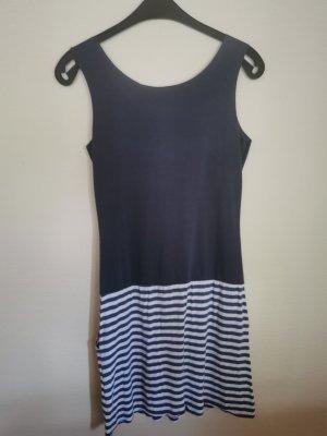 Blaues Kleid mit Streifen