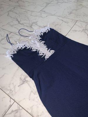 Blaues Kleid mit weißer spitze