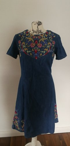 Blaues Kleid Stickerei edc M