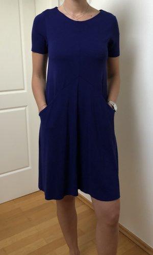 Blaues Kleid von COS mit Taschen