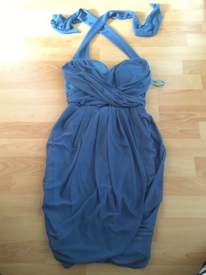 Blaues Kleid zum Binden