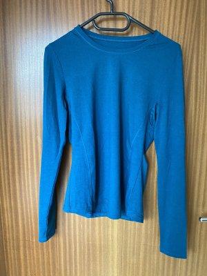 Blaues langärmeliges Sportshirt