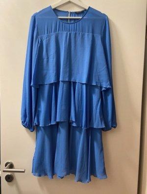 Blaues plissiertes Kleid