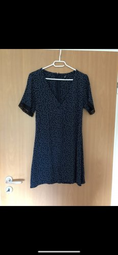 Blaues Schickes Kleid mit weißen Punkten