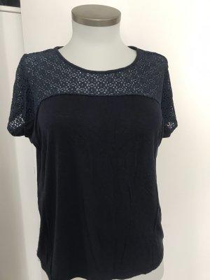 Blaues Shirt
