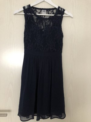 Blaues Spitzenkleid von Vero Moda XS