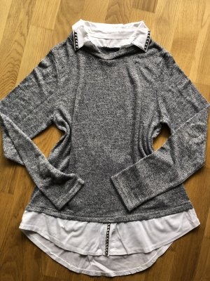 Blaugrauer Pullover im Layering Look