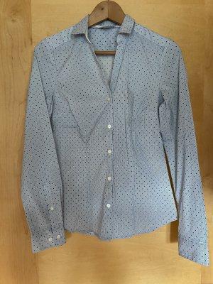 Blauweiß gemusterte Bluse