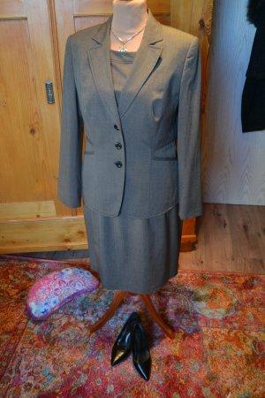 Blazer und Kleid von Taifun in schönen Brauntönen