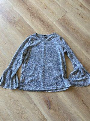 Blogger pullover