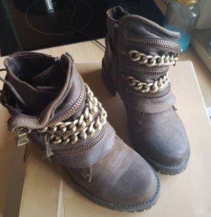 Blogger/Trend/Boots /Vintage
