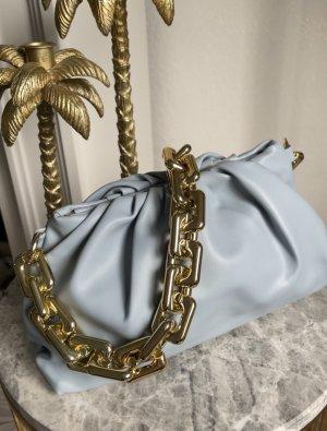Bloggerstyle Tasche pouch clutch goldene Kette Zara pochette blau  sac Vegan Leder Schultertasche