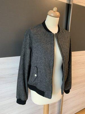 s. Oliver (QS designed) Blusón negro-blanco
