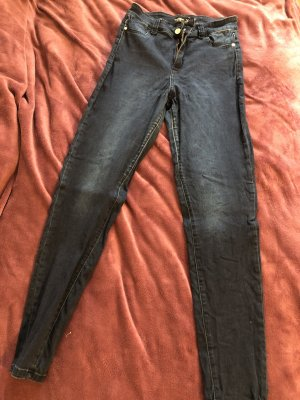 Blue Jeans hoher Taille.