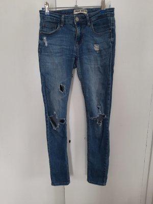 Blue Jeans mit Löchern