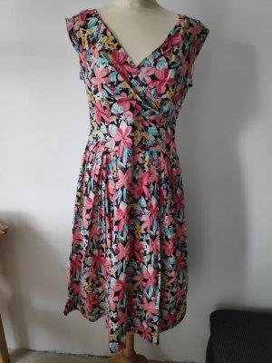 Blumenkleid im Sixties Style