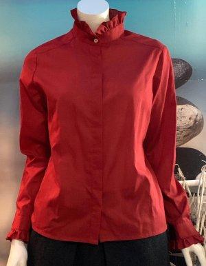 Blusa de cuello alto rojo oscuro