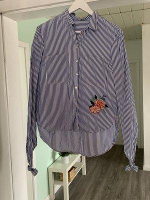 / Cols de blouses bleu-blanc