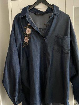 Bluse im Jeanslook mit Stickereien