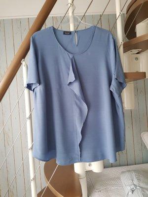 Bluse in blau.