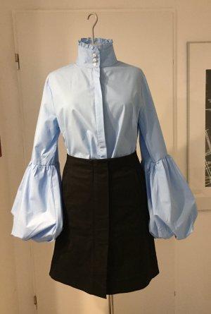 Bluse in hellblau mit Puffärmeln, Gr. 36/38 NEU