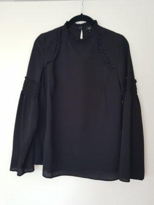 Bluse in schwarz mit Trompetenärmeln