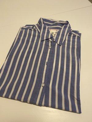 Bluse mit blau-weißen Längsstreifen in Größe 40