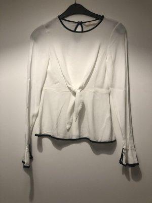 Bluse mit Knoten