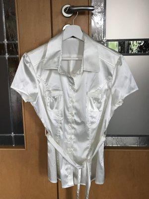 Bluse mit kurzem Arm und Gürtel