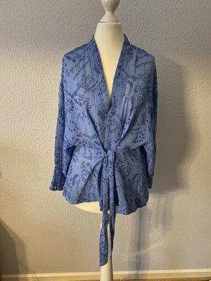 Bluse mit Lochstickereien von Zara