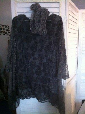 Bluse mit Muster und kleinem Schal