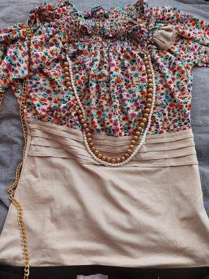 Bluse mit Perlenkette