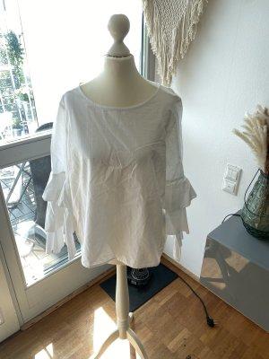 Bluse mit Puffelarmen in weiß
