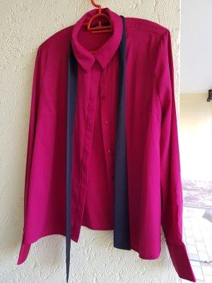 bluse mit schleife in beerenfarbe