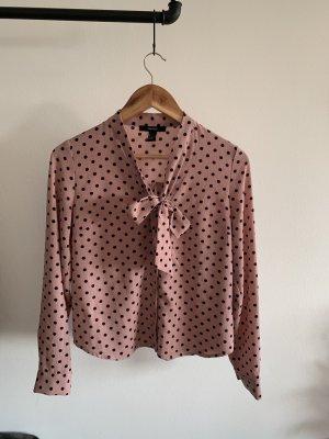 Bluse mit Schleife und schwarzen Punkten