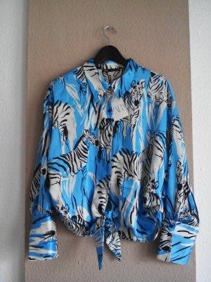Bluse mit wildem Print in hellblau-weiss, Größe L, neu