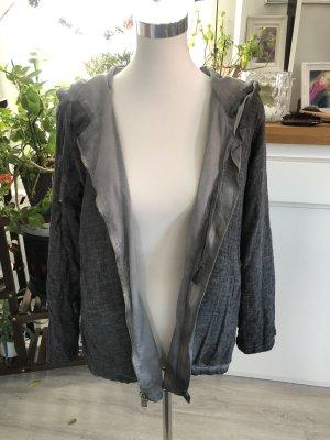 Inserción de blusa gris