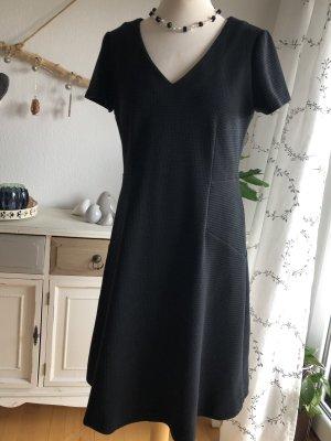 Boden zauberhaftes Kleid schwarz  Größe 40