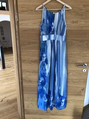 Bodenlanges hellblaues Kleid