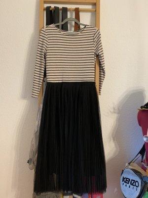 Bodenlanges Kleid mit Faltenrock