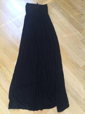 Bodenlanges schwarzes Kleid